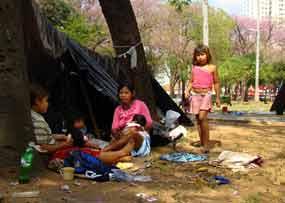 Indígenas paraguaios acampam em Assunção e proclamam miséria total