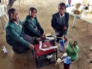 Grupo de meninas inventa gerador movido à urina na Nigéria