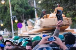 Los Hermanos Musulmanes advirtieron que defenderán a Mursi