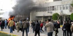 Manifestantes provocam renúncia de assessores do presidente do Egito e mantêm protestos
