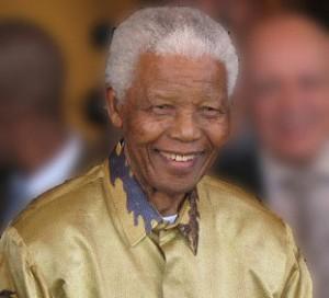 'Mandela perde aos poucos o brilho' diz Graça Machel, esposa do líder anti-apartheid
