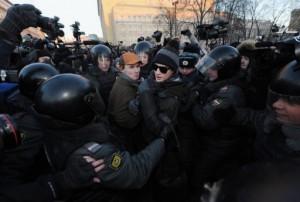 Policía rusa detiene a líderes opositores durante una concentración anti-Putin