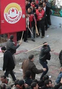Tunisia: tensione alta tra islamici e sindacati