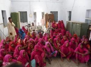 Gulabi Gang: Mulheres de cor de rosa lutam pelos seus direitos na Índia