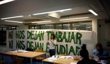 Estudiantes se encierran en bibliotecas de Madrid