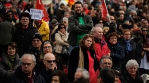 Decenas de miles de españoles protestan por todo el país