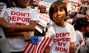 Migliaia di persone manifestano negli Stati Uniti per una riforma della legge sull'immigrazione