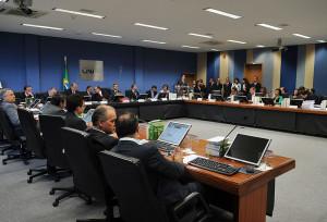 Resolução que obriga cartórios brasileiros a celebrar casamento gay entra em vigor amanhã