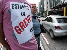 Em assembleia, professores municipais de São Paulo decidem manter greve