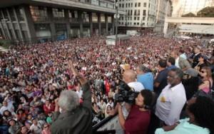 Professores municipais de São Paulo decidem manter greve iniciada há 20 dias