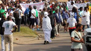 """""""Marcha dos Fantasmas"""" marca fim a 27 dias de Greve no sector de Saúde em Moçambique"""