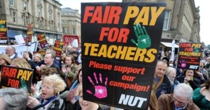 Maestros toman las calles en Londres contra reforma educativa