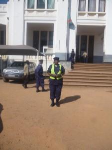 République Démocratique du Congo : «Chronique de misère à une police nationale sans salaire »