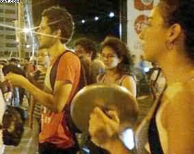 Toque de recolher, marchas, panelaços: a greve continua na Colômbia