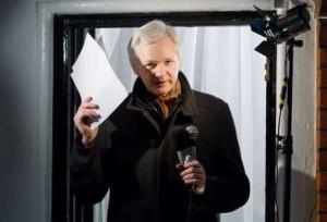 Assange: O mundo está em dívida para com Edward Snowden