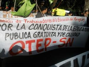 Docentes decidem ocupar Assunção durante atos de mudança de governo