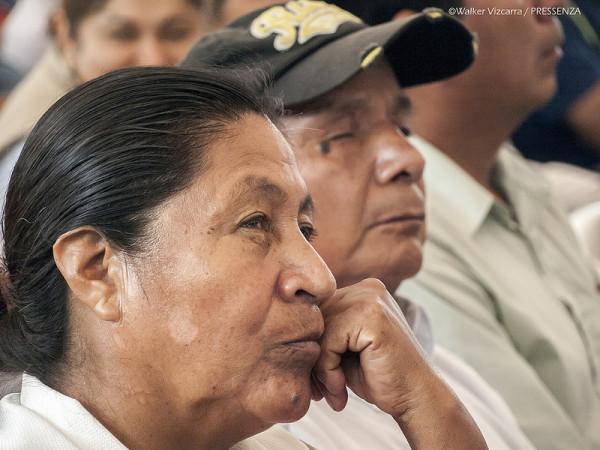 12 Afectados escuchan a Correa