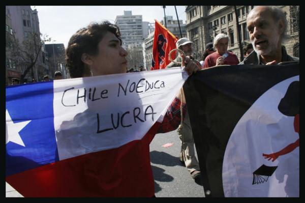 Milhares de estudantes chilenos marcham por mudanças profundas