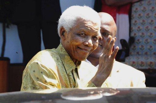 Mandela deixa hospital
