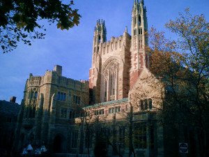 Algemas em Yale