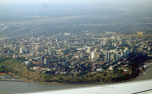 Milhares de pessoas saem às ruas em Moçambique contra violência crescente no país