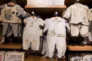Des produits toxiques dans les vêtements pour enfants
