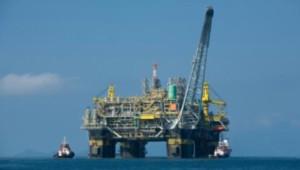 O jogo pesado: tirar a Petrobras de campo