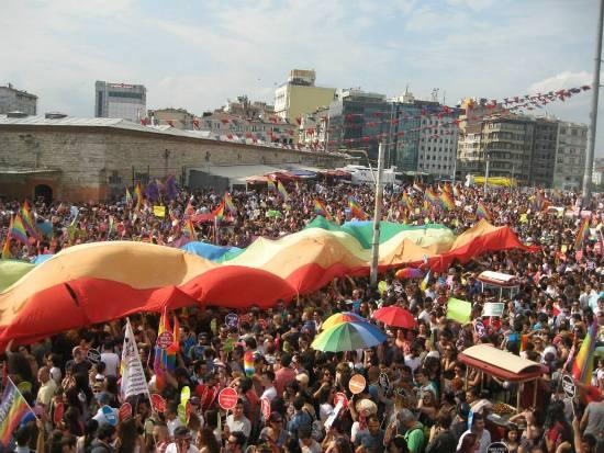 Kaos GL e Pink Life: il governo di Ankara reputa illegali gli eventi LGBTI!