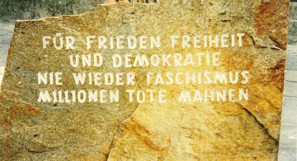 Widerstand gegen rechte Gewalt –  Das schwere historische Erbe der Geburtsstadt Hitlers
