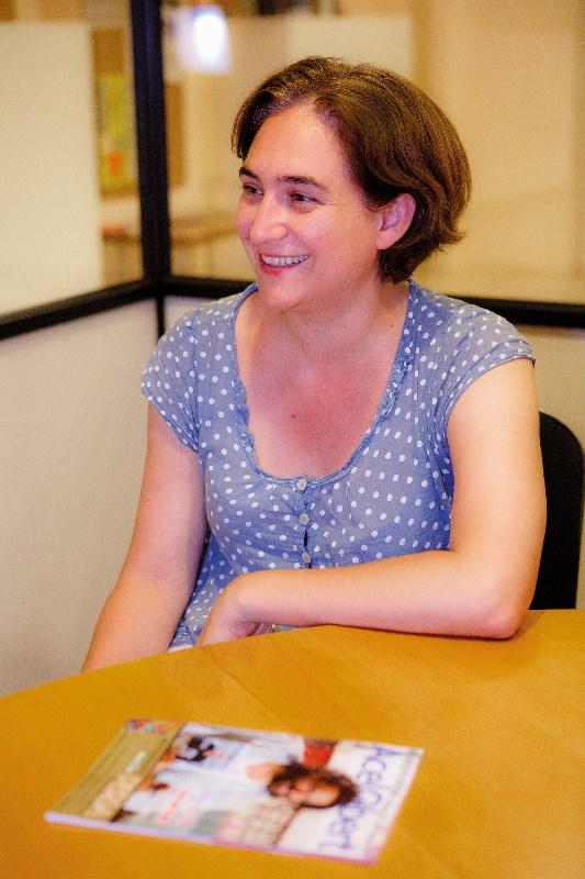 """Entrevista a Ada Colau: """"Las grandes decisiones no se están tomando en los Parlamentos, se están tomando en los Consejos de Administración de las empresas"""""""