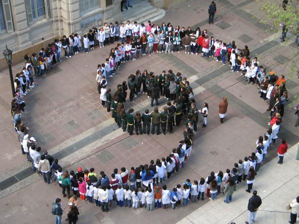 Εκστρατεία στα κοινωνικά μέσα για την ειρήνη και τη μη βία