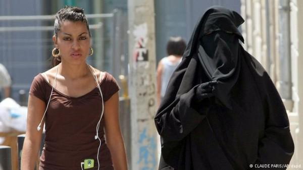 Tribunal europeu confirma lei francesa que proíbe véu islâmico em público