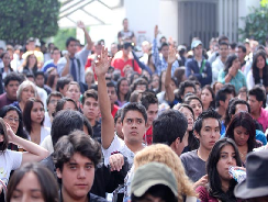 Miles de estudiantes marchan contra la reforma de los planes de estudio