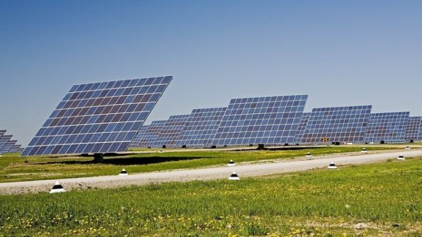El impulso a las renovables y el autoconsumo podría crear 79.111 empleos directos en España, según CCOO