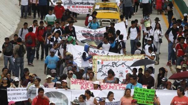 Desaparecimento de estudantes gera comoção e indignação no México