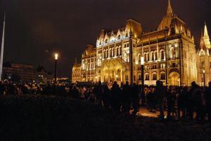 Miles en protesta contra la corrupción en Budapest