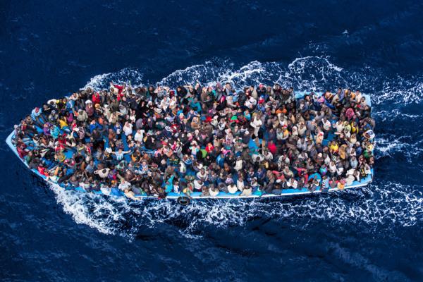 """Da """"Mare Nostrum"""" a """"Triton"""": l'Europa chiude gli occhi sulla crisi umanitaria"""