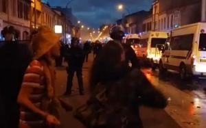 Toulouse : des jeunes désamorcent les violences policières