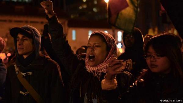 EUA vão às ruas contra decisão que livra mais um policial branco