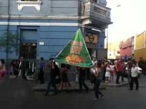 Creatividad de los jóvenes en Marcha contra la Ley Pulpín