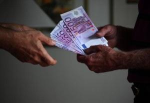 Ιταλία: Να σωθούν οι άνθρωποι κι όχι οι τράπεζες!