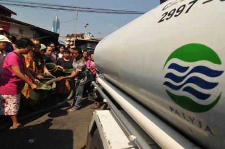 La privatisation de l'eau déclarée inconstitutionnelle en Indonésie, Suez menacerait de saisir l'arbitrage commercial international