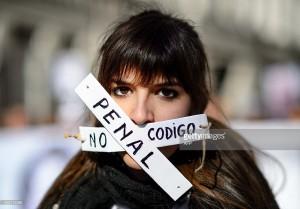 Gli spagnoli non si fanno zittire dalla nuova legge anti-protesta