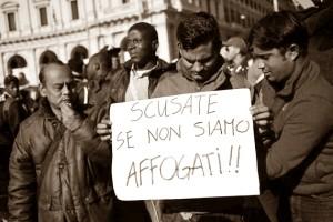 """(Im)migranti. Le """"nuove"""" concezioni dei dominanti e lo sfacelo umano attuale"""