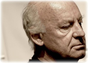Eduardo Galeano, que promoveu a Marcha pela Paz e Não-Violência, morre no Uruguai