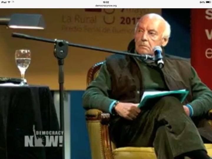 """Vídeos recentes de Eduardo Galeano, autor de """"As veias abertas da América Latina"""" em inglês e espanhol"""