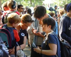 Pressenza goes Karneval – Umfrage zu Refugees
