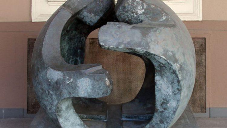 Skulptur_Fehrbelliner_Platz_4_(Wilmd)_Versöhnung_Pablo_Hannemann
