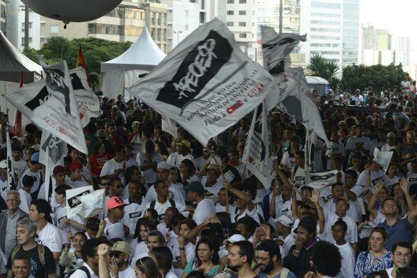 Greve de professores continua e ganha força em todo o Brasil