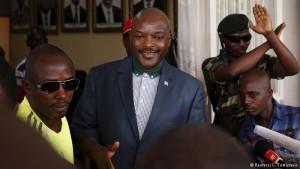 Presidente do Burundi aparece em público pela primeira vez desde golpe fracassado